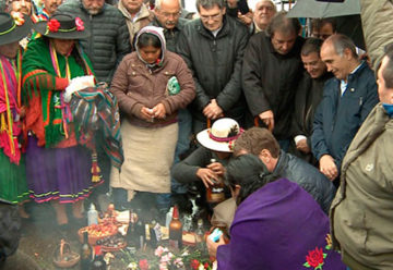 La ofrenda a la Pachamama se celebró en el Obelisco porteño