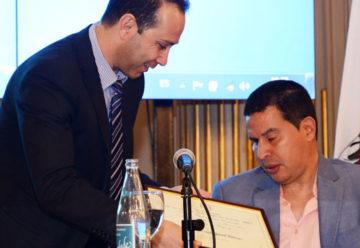 Homenaje al ex futbolista Fernando Cáceres