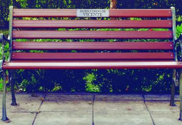 En la ciudad se podrán rendir homenajes con placas en los bancos de las plazas