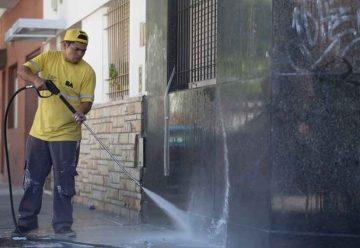 Trabajos de limpieza de frentes en la comuna