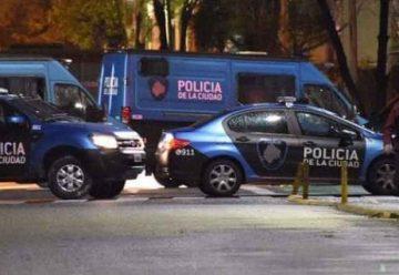 Balearon a policías durante un control de vehículos