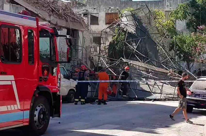 Se derrumbó una obra en construcción en Flores