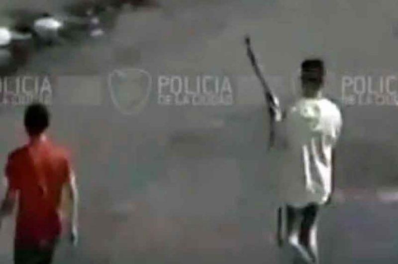 Jóvenes armados con escopetas atacaron a un vecino