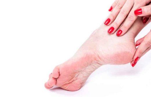 Combatir y eliminar los hongos y los callos de los pies