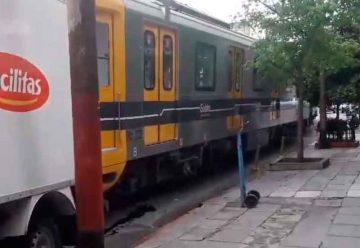 Un vagón de subte chocó con tres vehículos