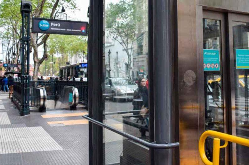 Multa a Metrovías por las deficiencias en los accesos