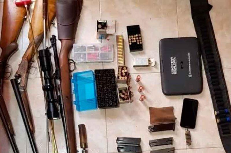 Secuestraron un arsenal de armas en una casa de Flores