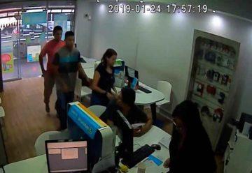 Ladrón robó un local de celulares dos veces en diez días