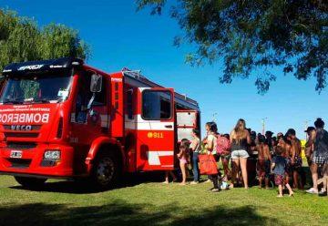 Los Bomberos junto a los chicos en Buenos Aires Playa