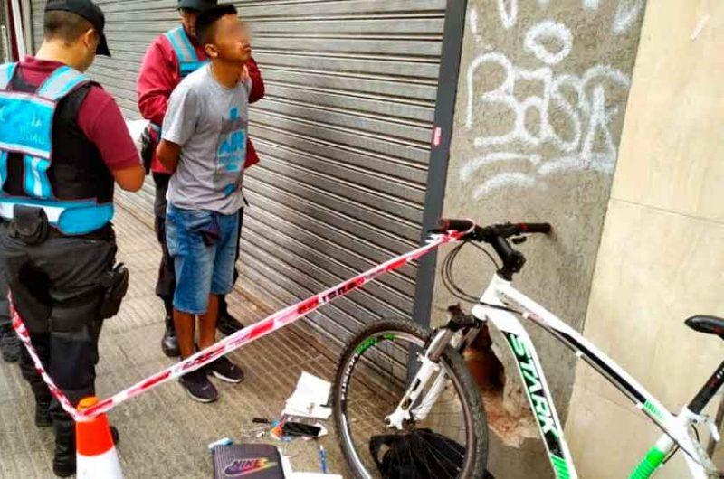 Capturaron a un arrebatador de celulares en Recoleta