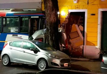 Trece heridos por choque entre colectivo y auto en Caballito