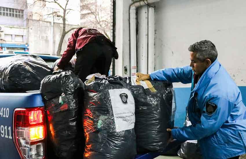 La Policía donó ropa incautada de diversos operativos