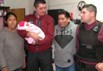 Efectivos de la Policía asistieron a una mujer a dar a luz