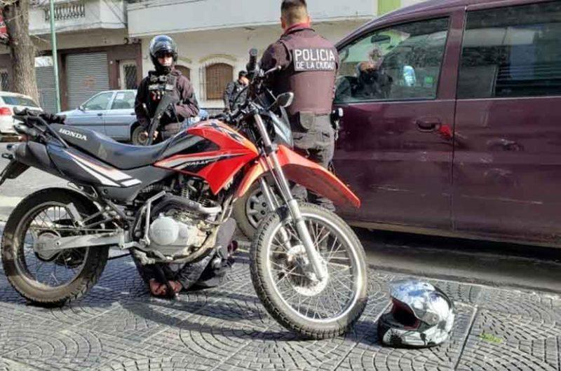 Hizo la denuncia y a los minutos la Policía detuvo al motochorro
