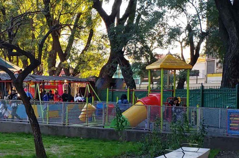 Se prohíbe fumar en patios de juegos de parques y plazas