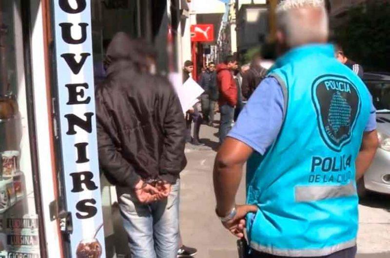Fue detenido un estafador que quería comprar dólares