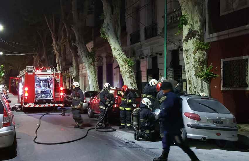Incendio de un automóvil Peugeot