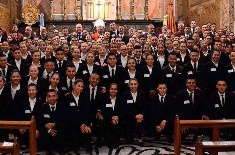 Se bautizaron y confirmaron Policías y Bomberos en la Basílica