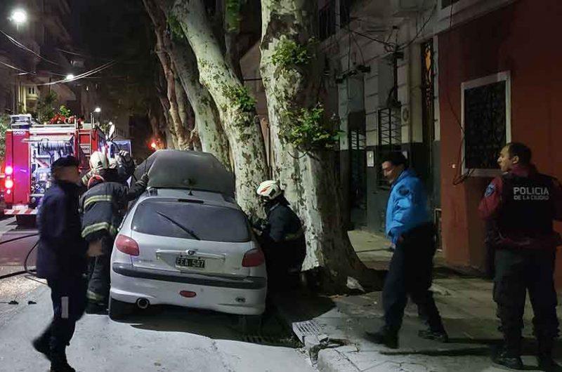 Incendio de un automóvil en la calle Gavilán