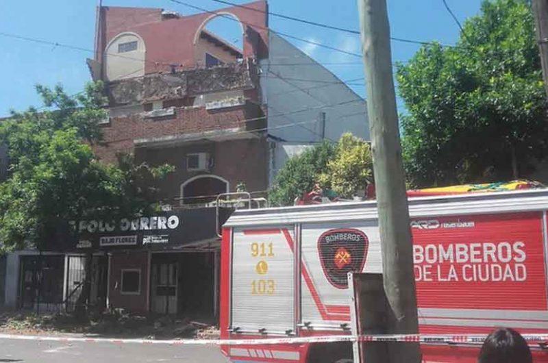 Bajo Flores: Se cayó un balcón que lastimó a una persona