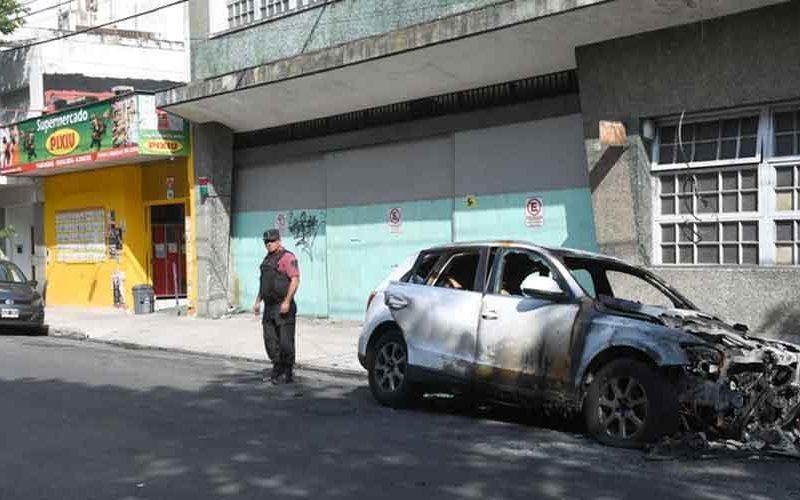 Una camioneta apareció incendiada