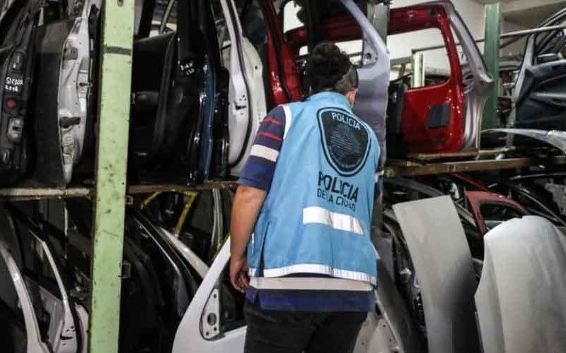 200 autopartes secuestradas en Parque Chacabuco