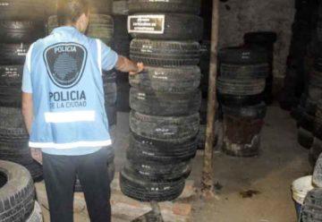 Dos allanamientos y el secuestro de neumáticos y autopartes robadas