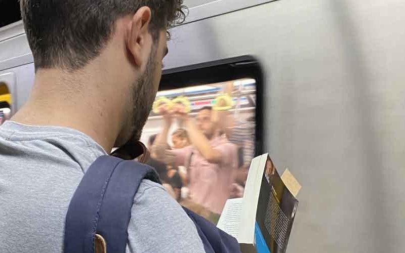 Vagón de lectores: La lectura en el transporte público