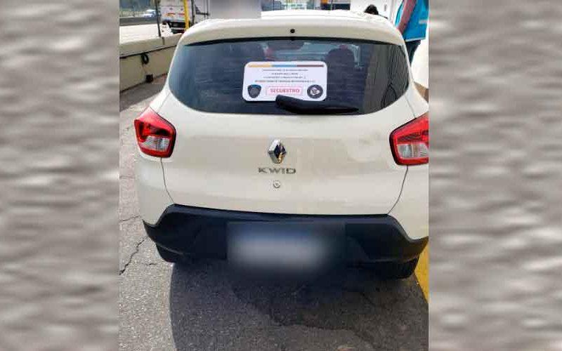 Detienen a un hombre por intentar vender un auto «mellizo»