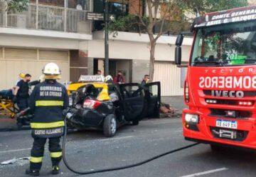 Un taxista fue rescatado por los bomberos en Caballito