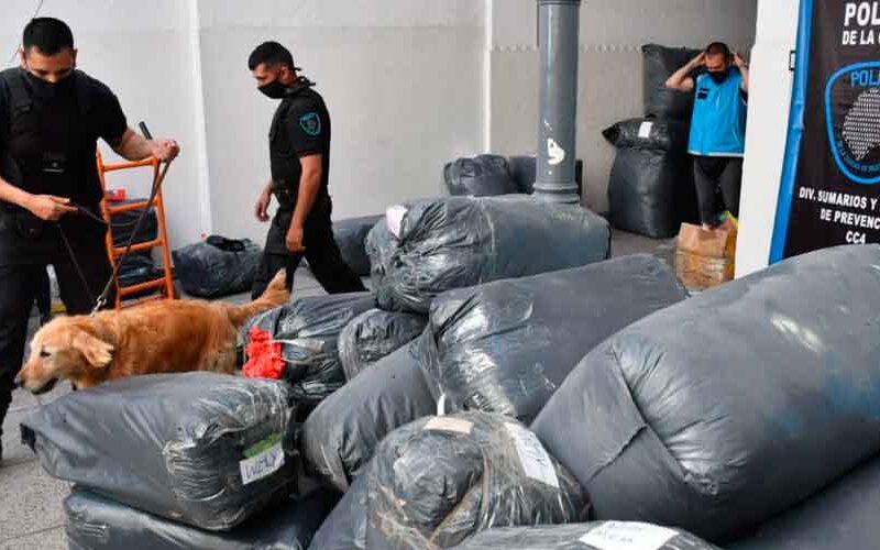 Tres detenidos por circular en un micro con mercadería apócrifa y droga