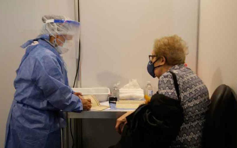 Ya se vacunó a 25.438 adultos mayores de 80 años