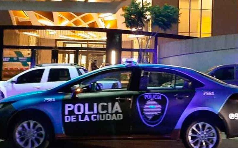 Balearon a un policía de la Ciudad en Parque Chacabuco
