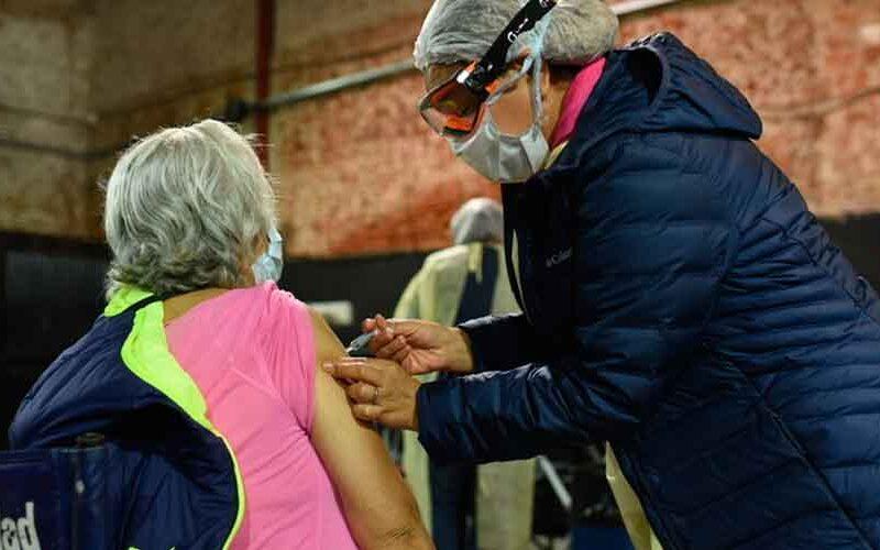 Comienzan a vacunar a los mayores de 75 años