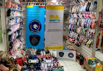 Prendas y zapatillas apócrifas secuestradas en Flores