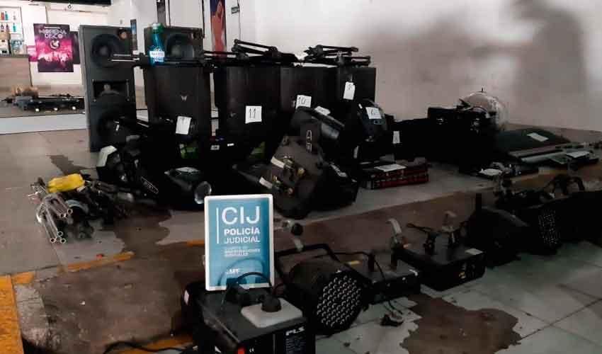 Allanan disco e incautan mobiliario y equipos de luces y sonido