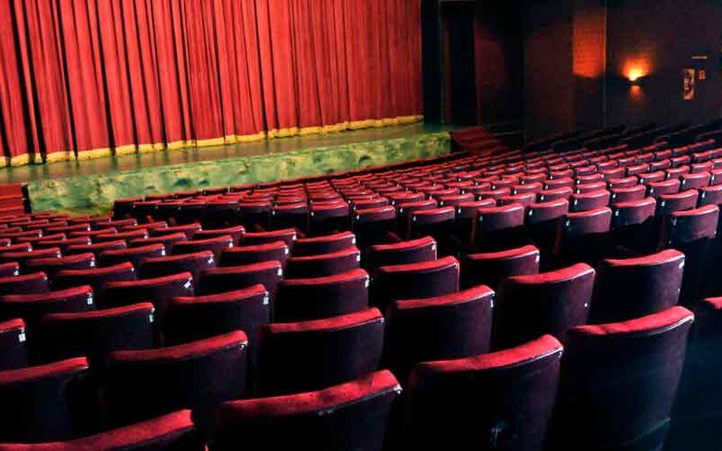 Teatros y cines pueden funcionar con una capacidad del 50%