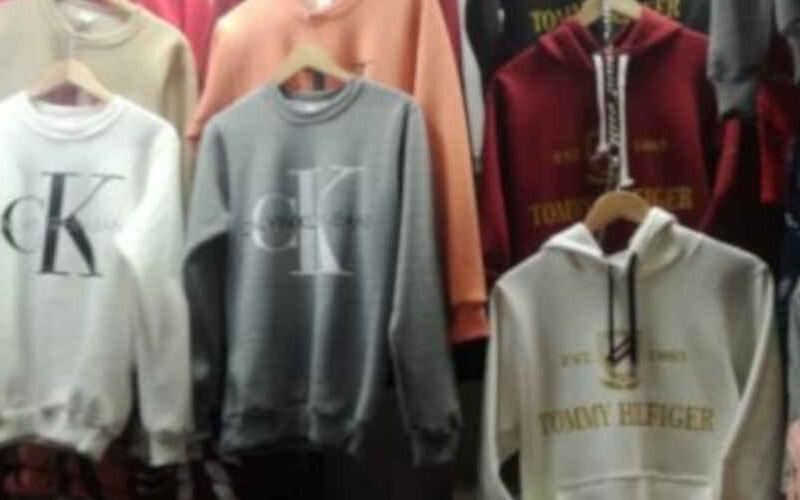 Más de 1.000 prendas de marcas falsificadas fueron incautadas en galería