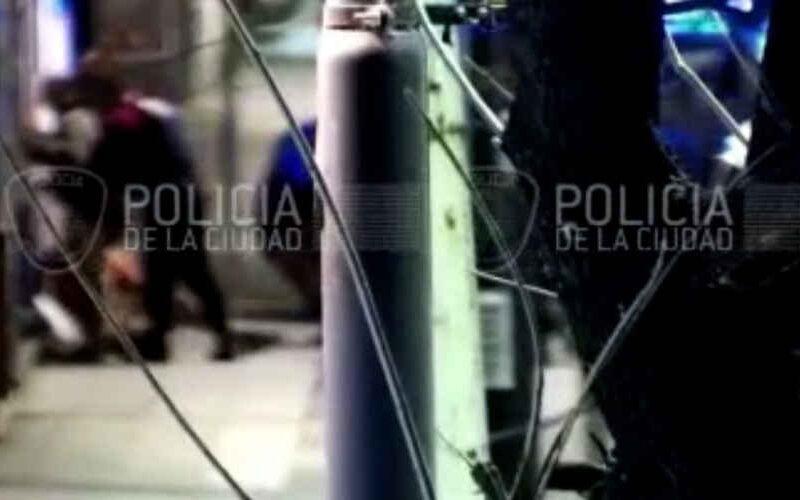 Dos adolescentes intentaron robar un auto en Flores
