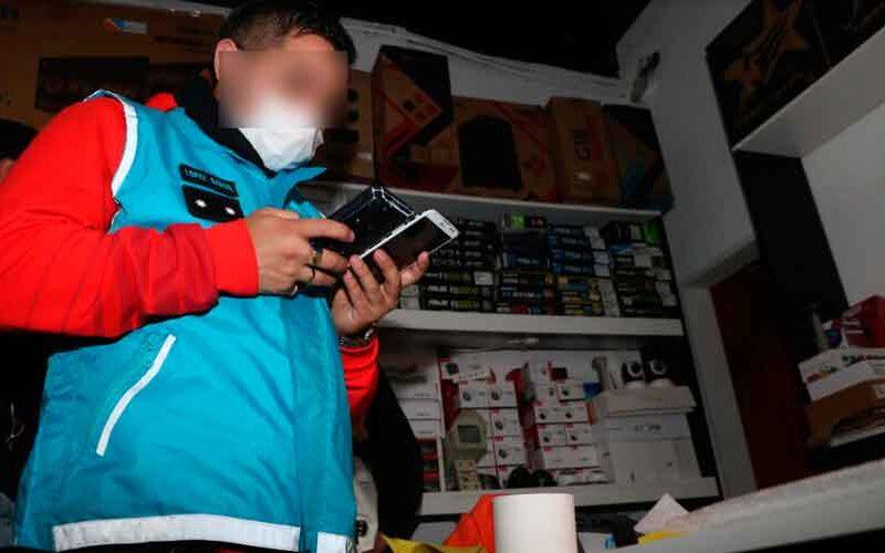 Dos detenidos por venta de celulares robados y un local clausurado